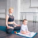Maman et bébé, méditation, mode de vie sain, naturopathe de famille, naturopathie familiale