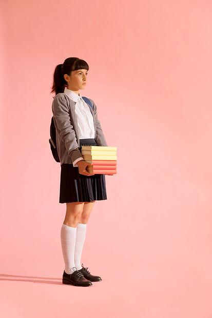Schulmädchen mit Büchern