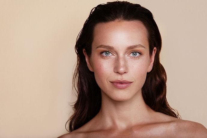 Modella cosmetici