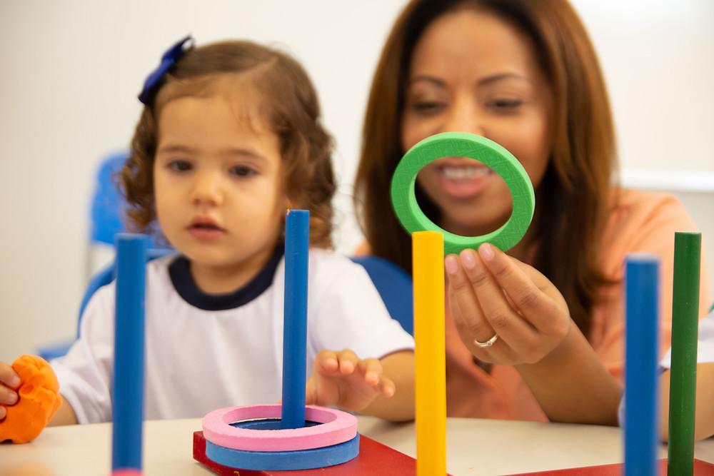 desenvolvimentos dos bebês e brincadeiras para cada idade
