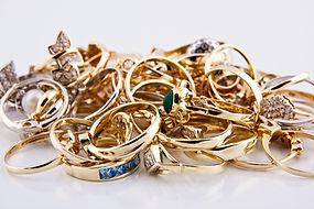 Tas de bijoux en or