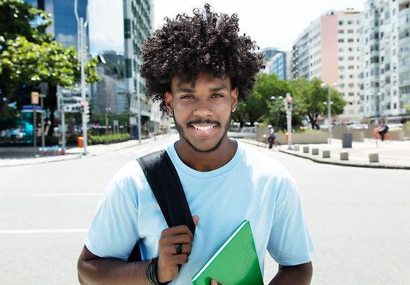 Estudante com caderno