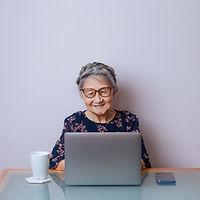 Modern äldre kvinna