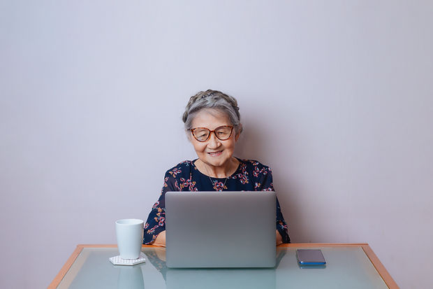 Femme senior moderne
