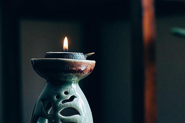 陶器製のキャンドルホルダー