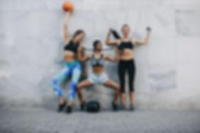 Mujeres en ropa deportiva
