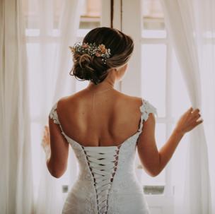 Baksidan av bröllopsklänningen