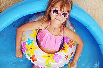 Diversión en la piscina para niños