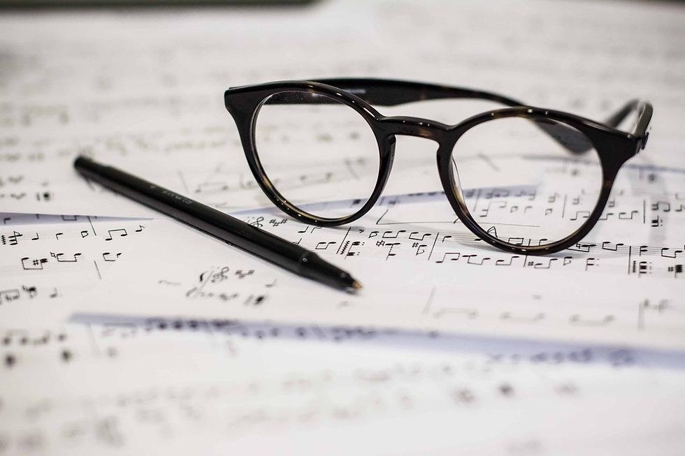 Bril en muziekblad