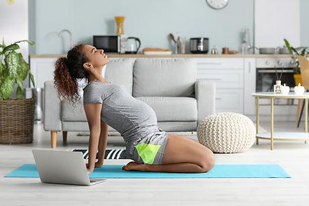 Yoga maternité en ligne à domicile