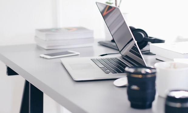 Mesa com Laptop