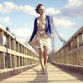 Žena na mostě