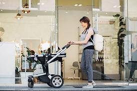 Mutter mit Kinderwagen