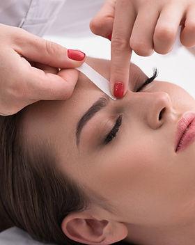 Augenbrauen-Waxing