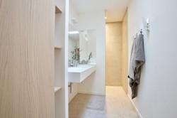 Minimales Badezimmer