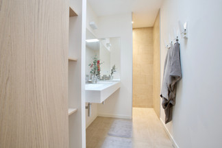 Minimal Bathroom, Cabinerty, Fixtures