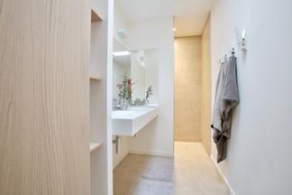 Minimal Bathroom, Cabinerty, Fixtures
