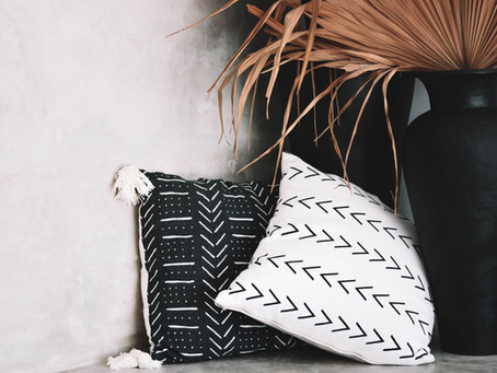 PILLOW TALK // How to choose pillows that actually work in your space.
