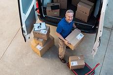 Caixas de entrega em um caminhão