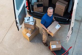 Boîtes de livraison dans un camion