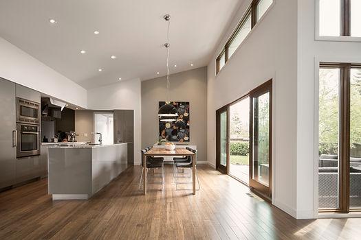Large & bright modern kitchen