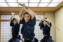 Arts martiaux avec épées de samouraï