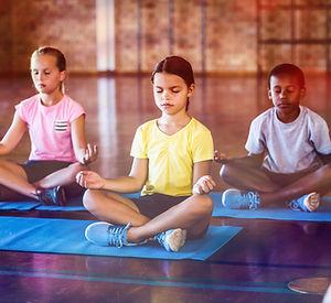 Bambini che meditano