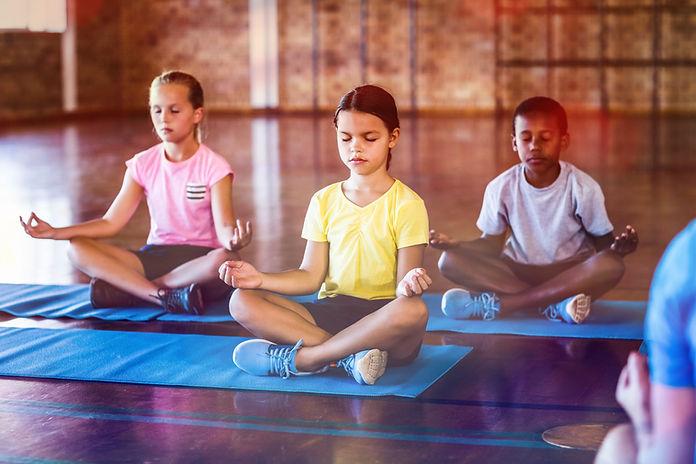 Barn mediterar