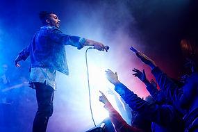 Выступление группы на сцене