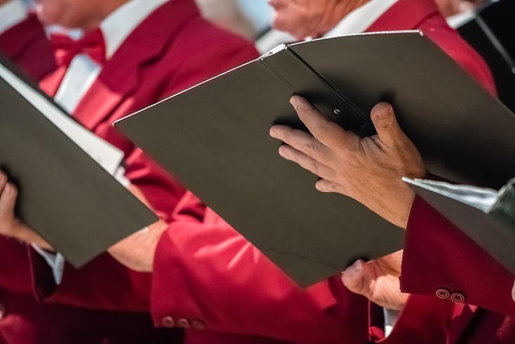 Chanteurs de choeur d'église et partitio
