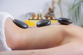 Steinmassage-Hot-Stone-heisse-Steine-Basaltsteine-Massage-Relax-entspannung-Bern.jpg