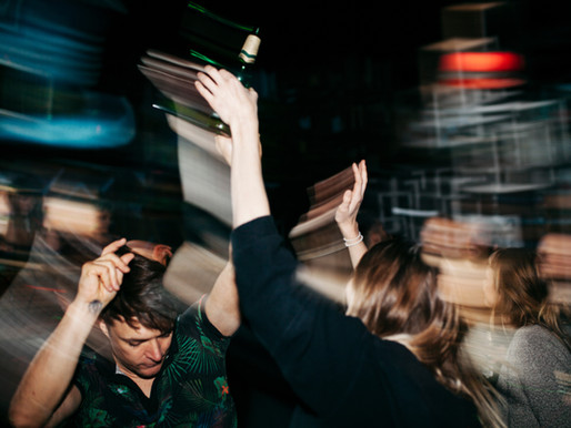 Insólitas fiestas COVID en EEUU: estudiantes invitan a infectados y el primero en contagiarse gana