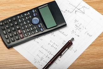 Formules mathématiques et une calculatrice