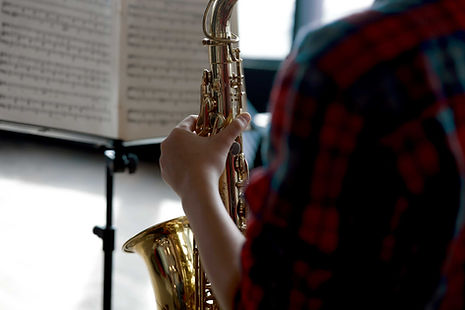 Tocando el saxofón