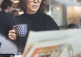 Café da manhã e jornal