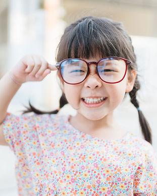 戴著大眼鏡的小孩