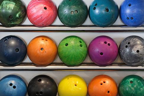 Boules de bowling colorées