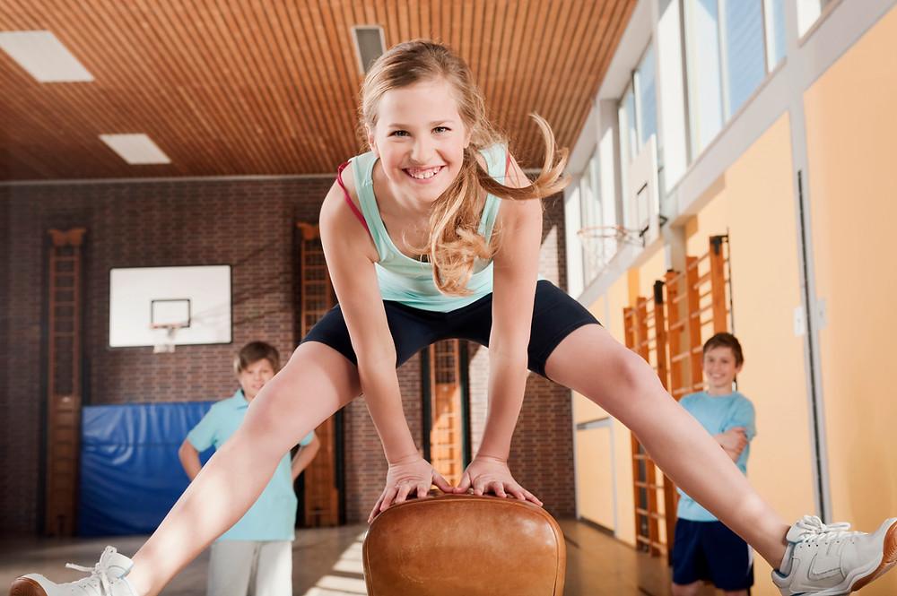 Symbolbbild Mädchen beim Schulsport