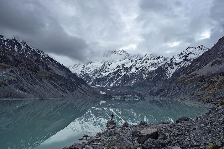 Lago di montagna riflessione