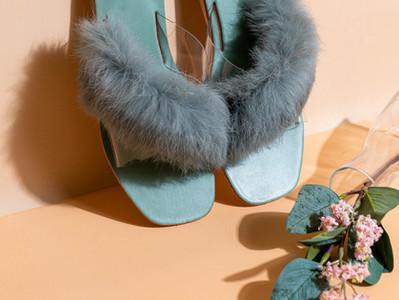 3 reasons to not wear your shoes inside / 3 razões para não usar sapatos dentro de casa