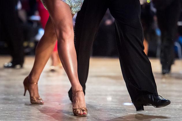 Bailarines elegantes