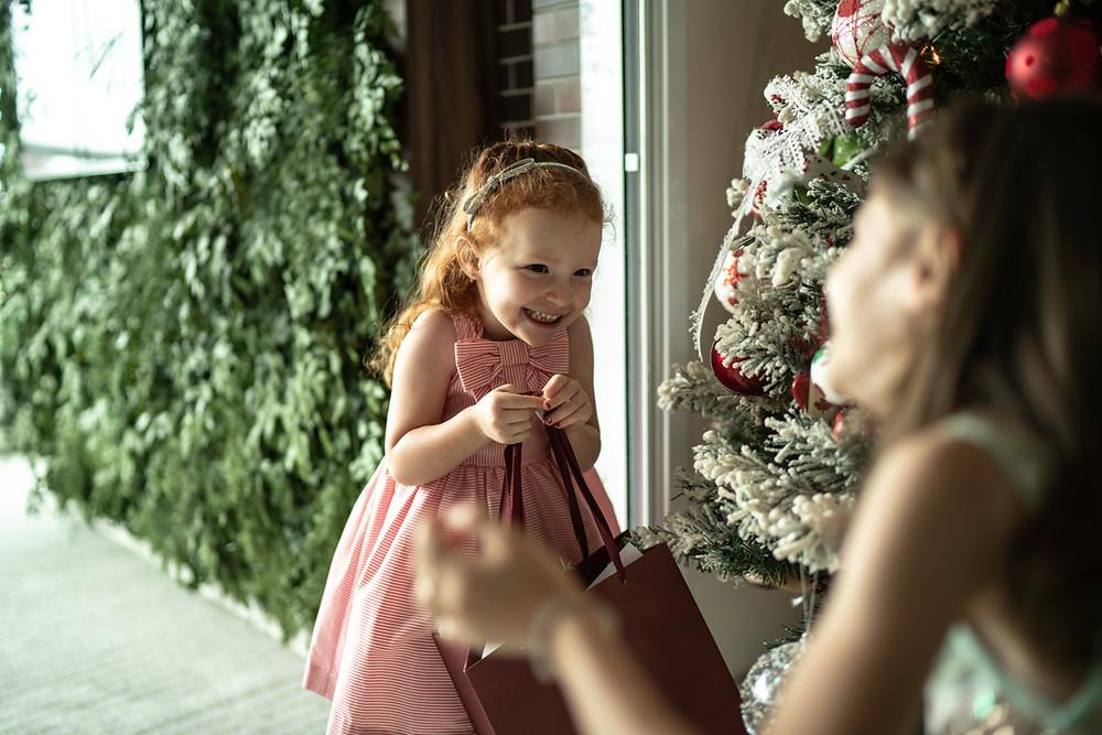 Image of girls enjoying the holidays (Foreign Translations)