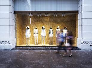 ファッション店のウィンドウ表示