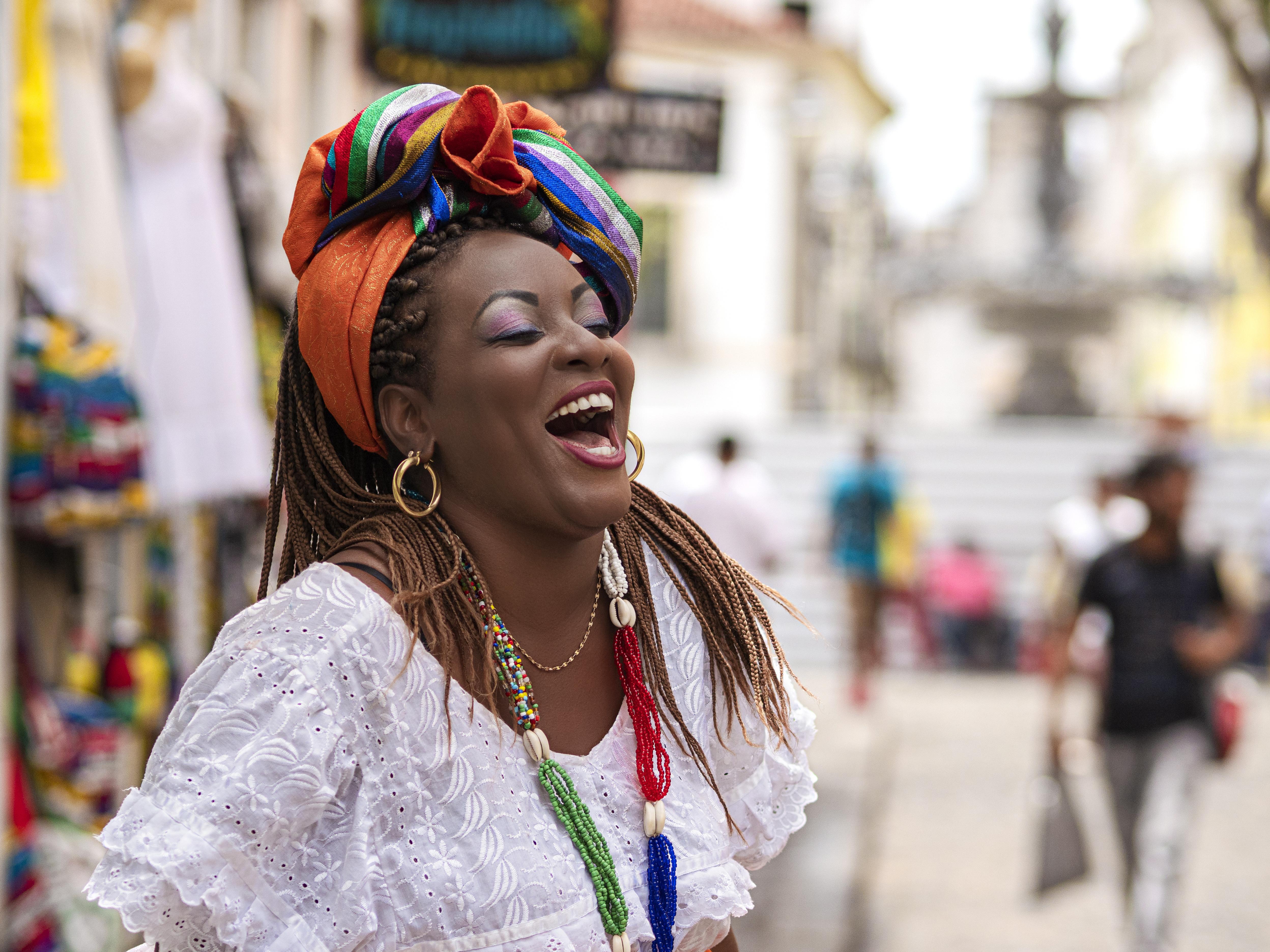Vendedor ambulante feliz