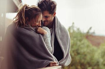 Coppia con coperta