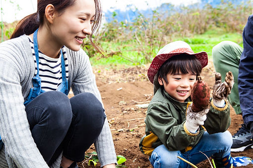 mother child planting