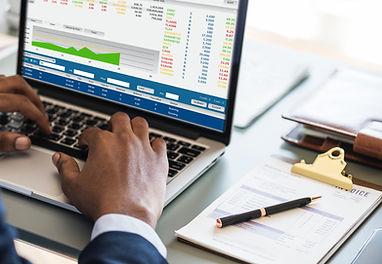 financial-report-laptop