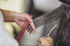 女性のヘアカット