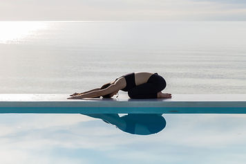 Étirement de la réflexion de la piscine