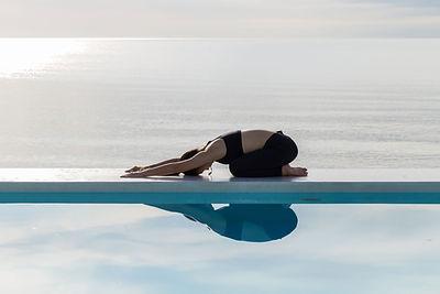 水の反射とヨガ